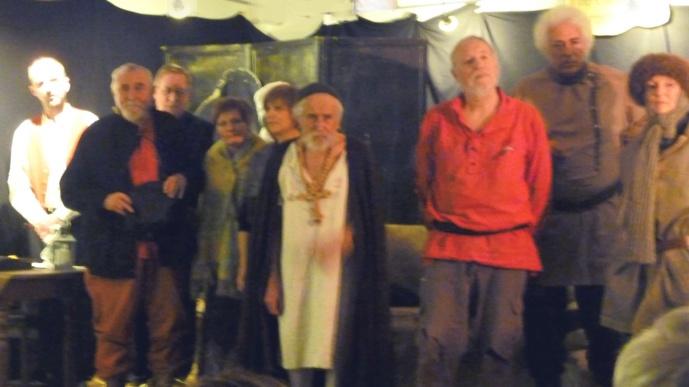 Les amis de la Sélune, au centre Joseph Portier dans le rôle du vieux pèlerin.