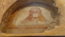 Une fresque murale de l'église