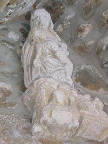 La Pieta au dessus du porche roman