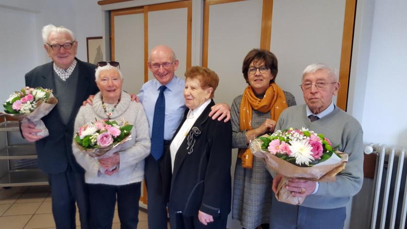 Après une introduction d'Alain Bachelier, nos doyens présents sont mis à l'honneur (de gauche à droite) : Robert Delbos (90 ans), Colette Demeyere (90 ans), Alain Bachelier (Maire), Solange Belan (92 ans), Sabine Cari-Bonnot (responsable CCAS) et  Eugène Belan (95 ans)