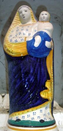 L'une des vierges de façade