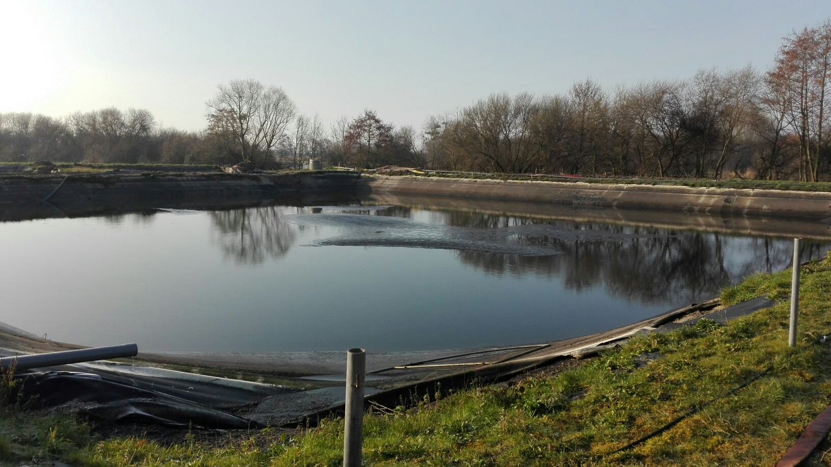 grand bassin en cours de vidage