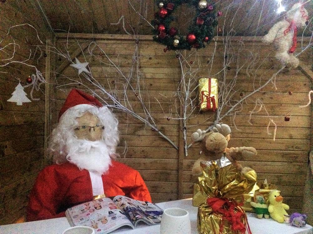 Le père Noël dans sa maison de St Jean